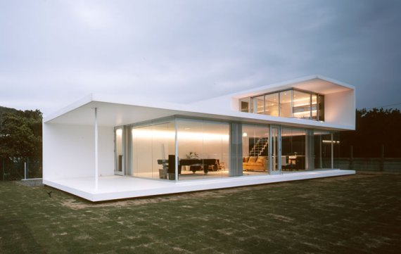 & Modern Minimalist House in Japan Folds to Frame Magnificent View