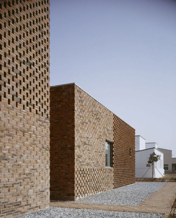 Modern brick home design in china brings an innovative for Brick house design blog