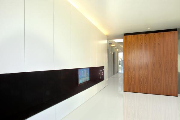 brick-wall-house-minimalist-style-4.jpg