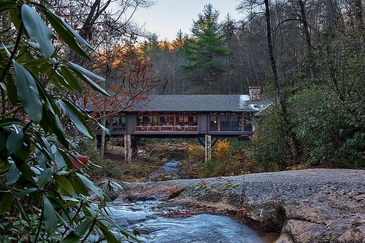 Bridge House in Pure American Style