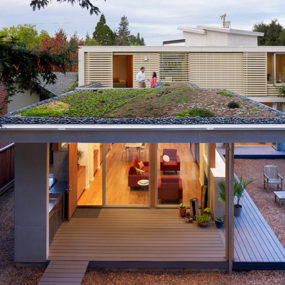 Bright Modern Home: Eco-, Space- and Cost-Efficient Design