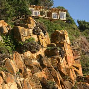 Contemporary Cliff-Top Cabin in Buchupureo, Chile