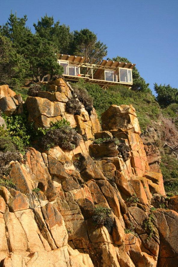 buchupureo cliff top cabin 1 Contemporary Cliff Top Cabin in Buchupureo, Chile
