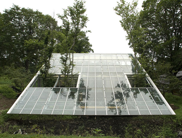 camouflage house 1 Sustainable Architecture in Japan   a greenhouse for a house!