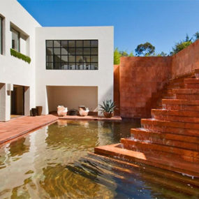 Luis Barragan Fountain at Contemporary House in Los Angeles – Campbell Divertimento