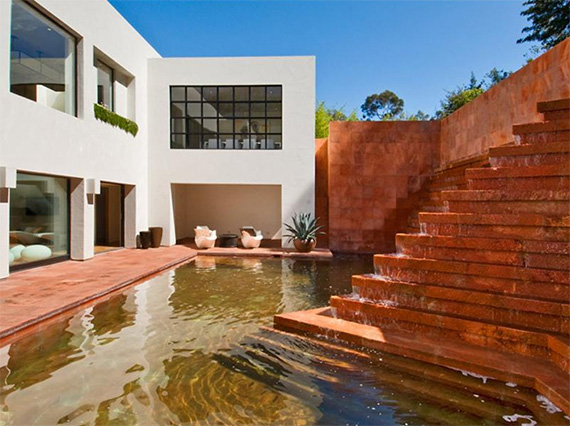 campbell divertimento house 1 Luis Barragan Fountain at Contemporary House in Los Angeles   Campbell Divertimento