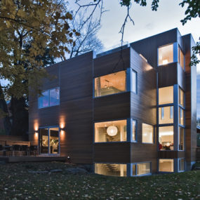 Canada Glass House – LightHouse by Toronto studio