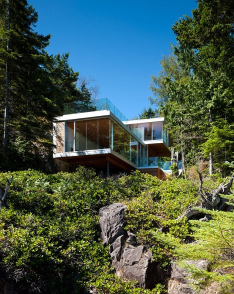 cantilevered contemporary escape in canadian wilderness 1 below Cantilevered Contemporary Escape In The Canadian Wilderness