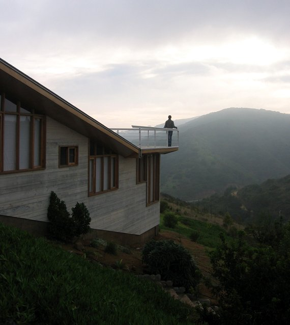 casa altavista 8 Mountain House Design in Valparaiso, Chile   Where Every Room Comes with a View