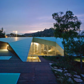 Sustainable House in Spain – unusual design in concrete, glass and timber