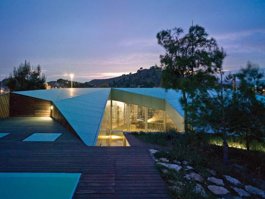 casa de los pinos 1 Sustainable House in Spain   unusual design in concrete, glass and timber