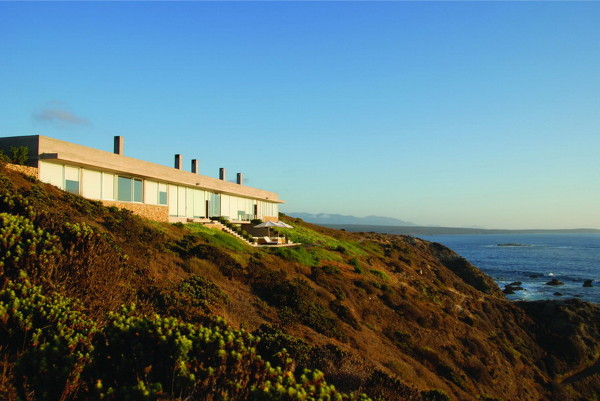 casa en huentelauquen 20 Coastal Home Design has it all: ocean views, beach and hidden garden!