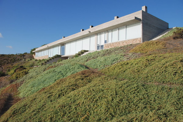 casa en huentelauquen 9 Coastal Home Design has it all: ocean views, beach and hidden garden!