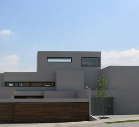 Modern, Minimalist House by Contemporary Chilean Architect Gonzalo Mardones Viviani