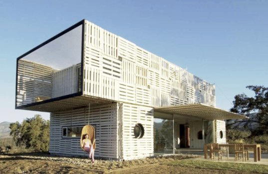 chilean-architects-modern-recycled-eco-house-1.jpg