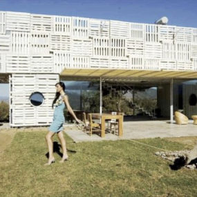 Recycled Eco House by Chilean Architects: wood pallets + shipping containers