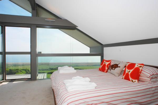 coastal-cottage-home-lovely-waterfront-retreat-uk-3.jpg