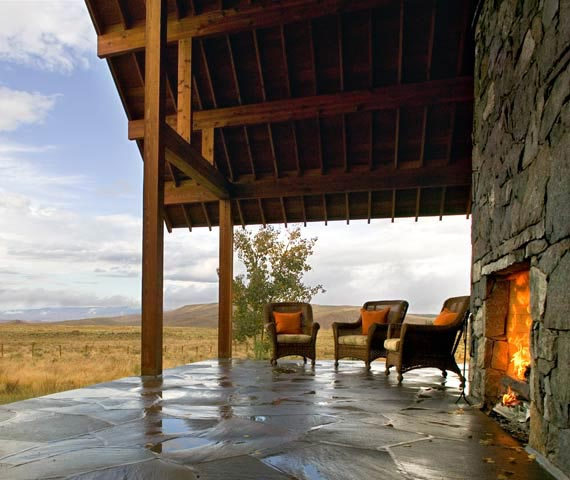 colorado residence tgha 2 Modern Ranch House in Colorado   beautiful rustic design centers around fireplace!