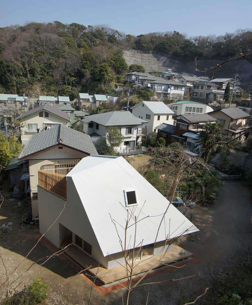Compact diamond shaped house plan by yuji tanabe for Home design diamonds