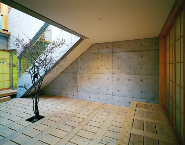 concrete-wood-architecture-house-courtyard-design-4.jpg