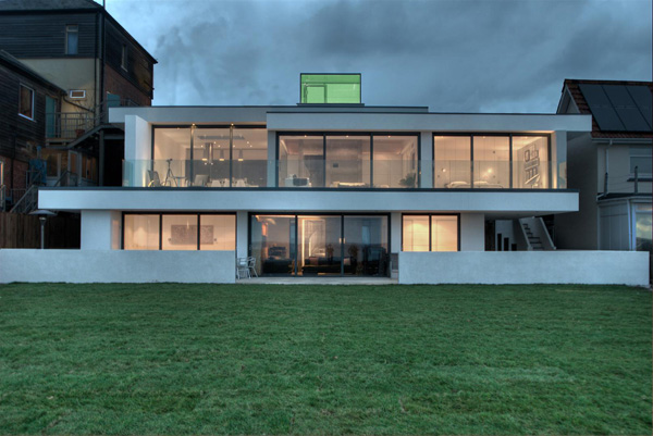 Contemporary Coastal Architecture – Lighthouse 65 in UK