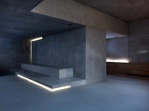 contemporary concrete house two verandas no windows 6