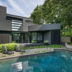 Contemporary Kundig house engages site and structure