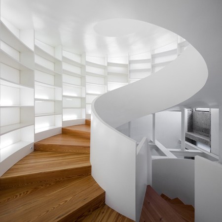 contemporary portuguese architecture spiral staircase 1 Contemporary Portuguese Architecture – Spiral Staircase for 6,000 Books