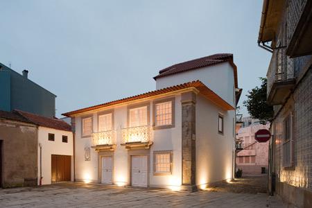 contemporary-portuguese-architecture-spiral-staircase-8.jpg