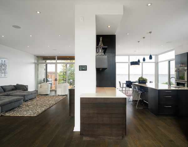 contemporary-style-house-designed-with-glass-walls-riverfront-views-10.jpg
