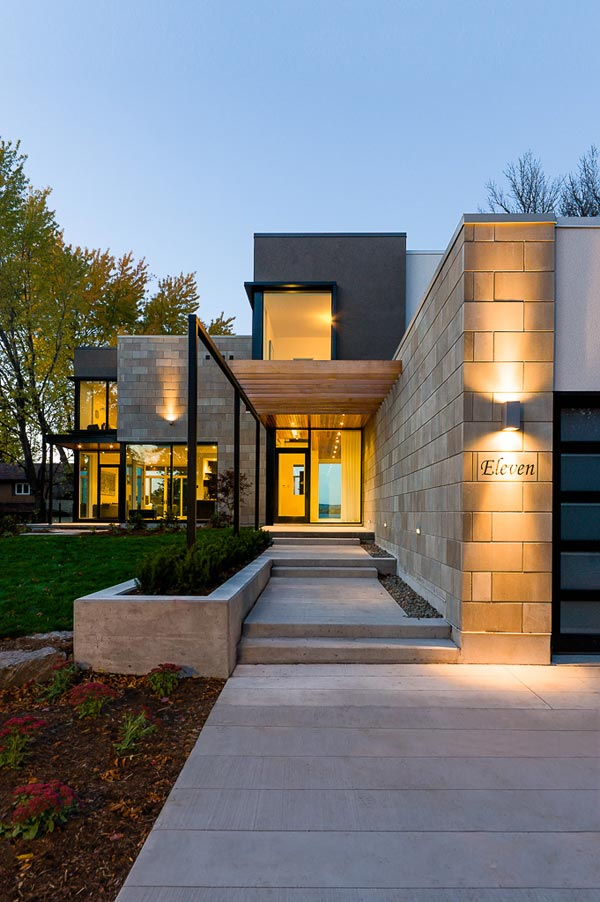 Contemporary Style House Designed with Nature in Mind: Glass walls ...