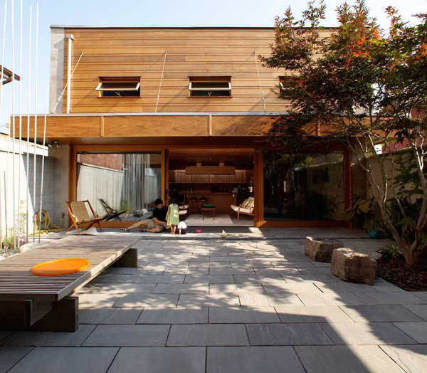 courtyard house toronto 2 Courtyard Architecture by Innovative Toronto Architecture Firm   awesome!