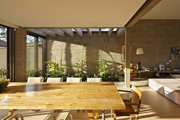 courtyard-living-architecture-brazil-3.jpg