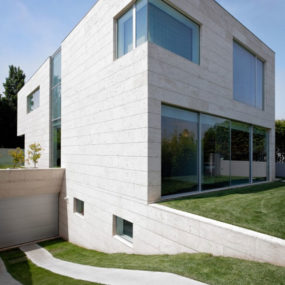 Minimalist Cube House with Geometric Look
