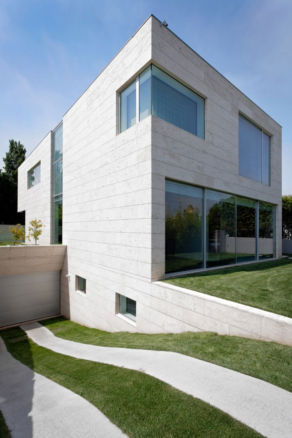cube house home contemporary geometric look 1 Minimalist Cube House with Geometric Look