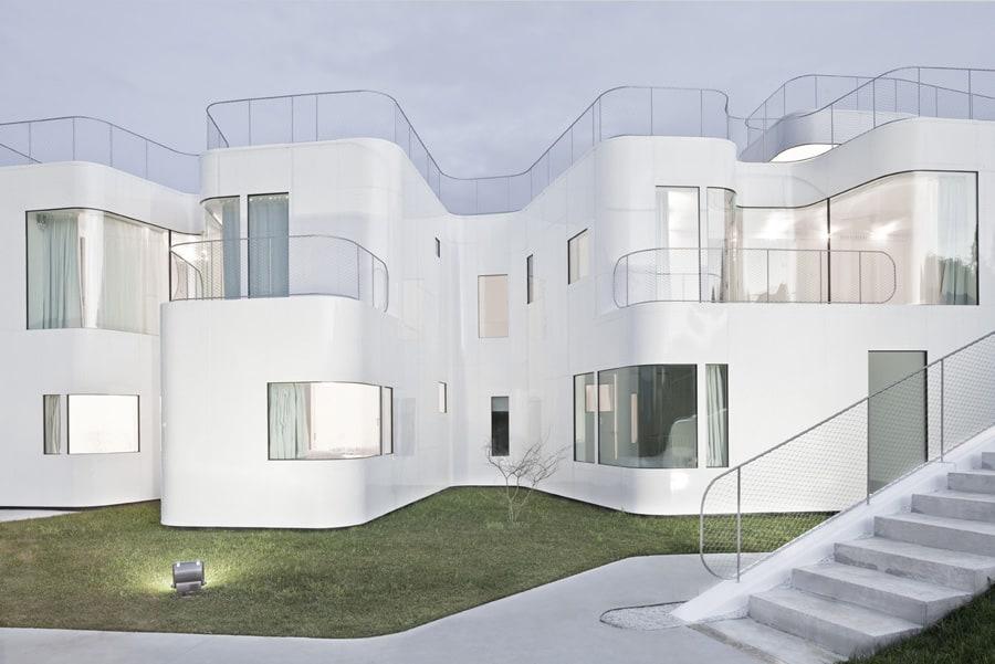 Curvacious Glossy White Home