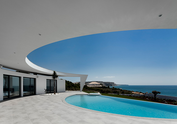 curved wall architecture 2 Curved Wall Architecture Framing Outstanding Views