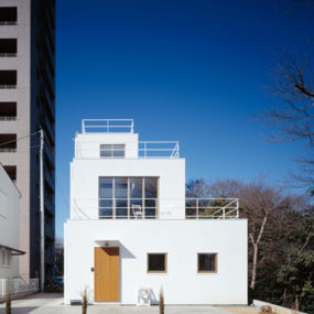 Deck House Plan by Takeshi Hosaka Architects