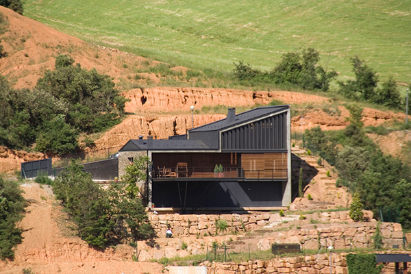 deck house 1 Modern Spanish House   designed to appreciate the views