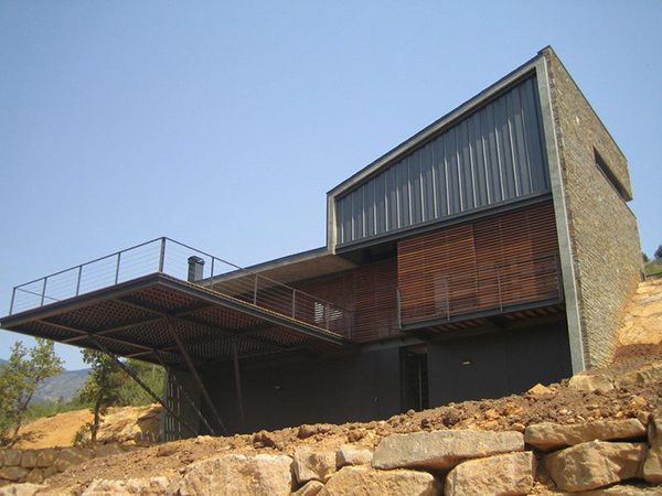 deck house 2 Modern Spanish House   designed to appreciate the views