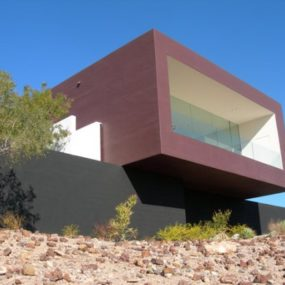 Contemporary Dialogue House in Arizona Desert Speaks Volumes