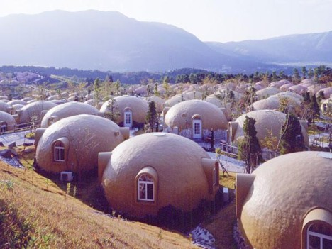 dome house 2 Prefab Styrofoam Dome House   Futuristic Japanese design