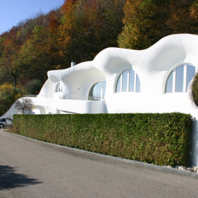 Futuristic Earth House by Peter Vetsch