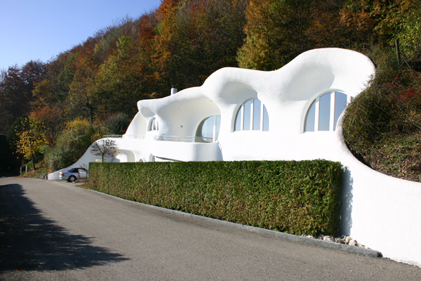 earth house 1 Futuristic Earth House by Peter Vetsch