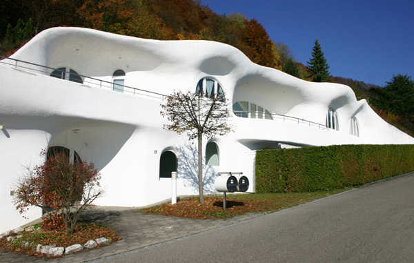 earth house 2 Futuristic Earth House by Peter Vetsch
