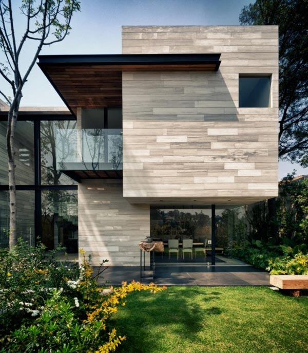 Earthy and elegant house in mexico wood water wow for Arquitectura mexicana moderna