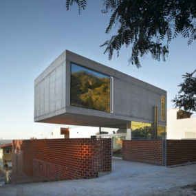 Cantilevered Concrete House – Eclectic Design with Mirrors