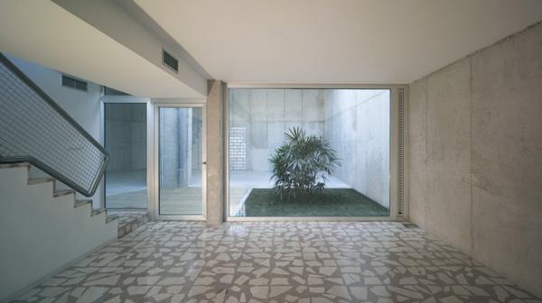 eclectic-house-design-concrete-steel-mirror-6.jpg
