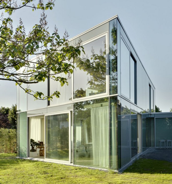 elegant glass house minimalist design 1 Elegant Glass House Makes the Most of a Minimalist Design