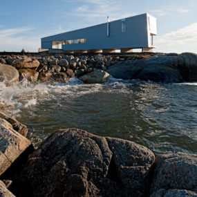 Elongated Waterfront House with Amazing Sea Views